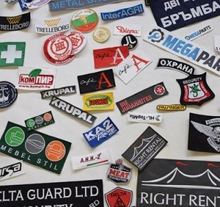 Бродирани и печатани емблеми, фирмени лога и аксесоари